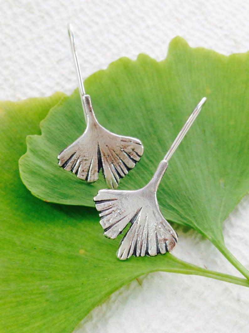 Pendientes de plata, pendiente ginkgo, hojas de plata, regalo para ella, bohemio, estilo art nouveau, regalo de boda, regalo dama de honor. Hecho a mano.